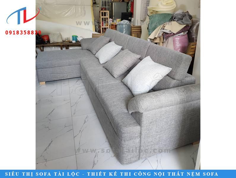 Bộ ghế sofa phòng khách được đóng mới tại cơ sở đóng ghế sofa của Tài Lộc