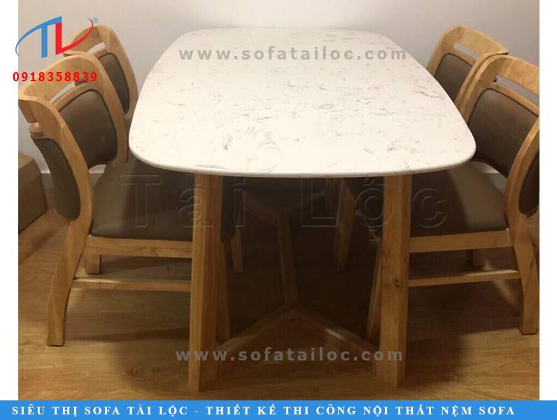 Sự phối hợp hài hòa giữa ghế cafe êm mềm, thoải mái cùng với mặt bàn bóng láng, rộng rãi sẽ giúp khách hàng đến quán vừa thưởng thức đồ uống ngon, vừa làm việc hay học tập, trò chuyện cùng bạn bè thoải mái.
