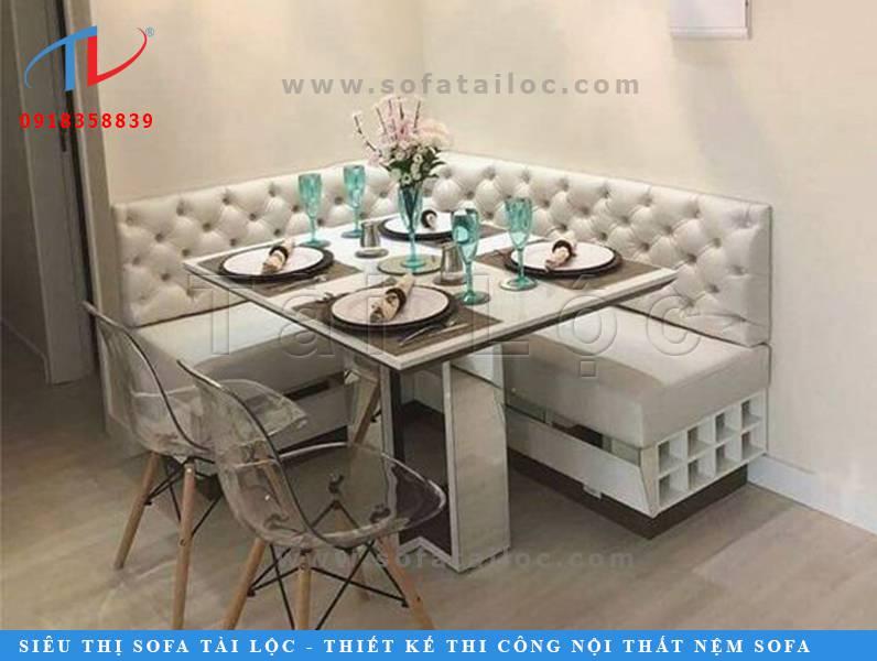 Những mẫu bàn ghế cafe đẹp giá rẻ thường có các kích thước đơn giản với các đường nét thẳng thớm. Các mẫu ghế này phù hợp đặt tại mọi không gian quán lớn nhỏ mà sẽ không chiếm quá nhiều diện tích.