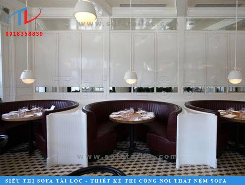 Mẫu ghế sofa cafe đẹp hình bán nguyệt thường dành cho những quán cafe bar, quán cafe thư giãn tại các khách sạn hay những nơi kinh doanh cafe cao cấp có diện tích rộng lớn.
