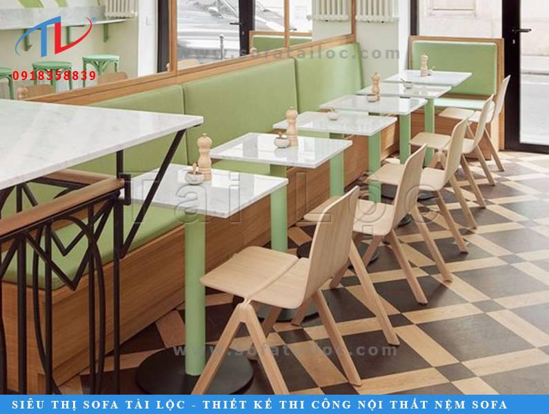 Nội thất bàn ghế sofa cafe với tông màu xanh lá nhạt vô cùng ngọt ngào nhưng cũng cực kỳ lạ mắt.