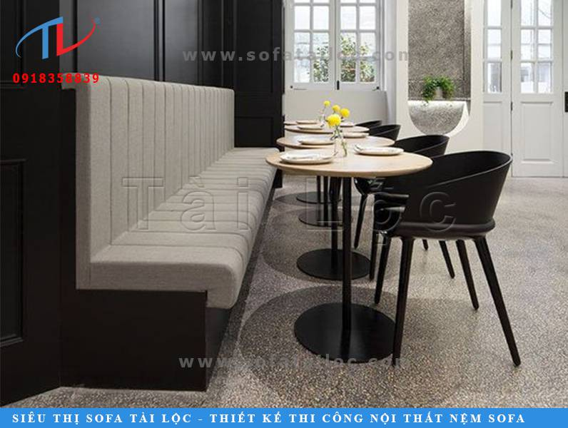 Một thiết kế bàn ghế sofa cafe đẹp vô cùng hiện đại và thanh lịch với 2 tông màu trung tính xám đen đầy quyền lực