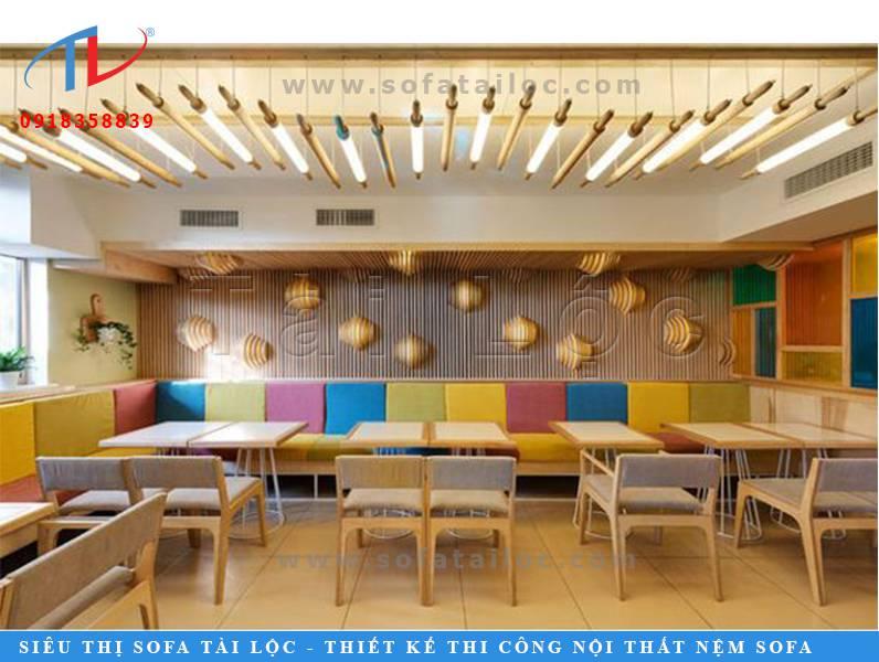 Kiểu bàn ghế sofa cafe vô cùng độc đáo vâ ấn tượng. Mang đến những thiết kế mới mẻ và rực rỡ cho không gian quán cafe của bạn.