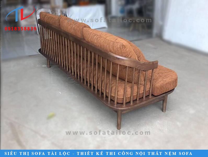 Những mẫu bàn ghế sofa cafe gỗ đẹp được bọc vải bố màu cam, nâu ấm cúng sẽ phần nào khiến không gian bạn trở nên ấm áp, gần gũi hơn bội phần