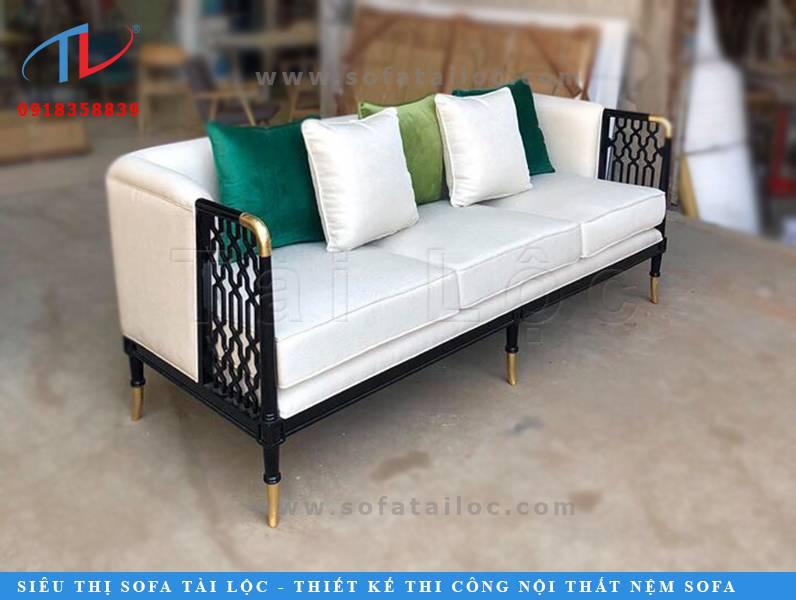 Những mẫu bàn ghế sofa dành cho quán cafe phối hợp gỗ với chân sơn ánh đồng, ánh vàng, ánh bạc là lựa chọn kinh điển của hầu hết khách hàng muốn kinh doanh quán cafe, quán bar, quán ăn nhà hàng theo phong cách cao cấp và sang trọng.