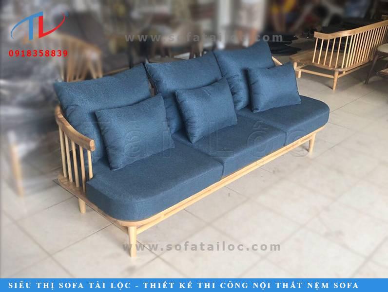 CPG100 là bộ ghế sofa cafe gỗ đẹp mang form dáng xinh xắn với phần khung gỗ tự nhiên sang trọng, ấm cúng. Màu gỗ có thể sơn sáng hoặc đậm hơn theo nhu cầu của khách hàng.