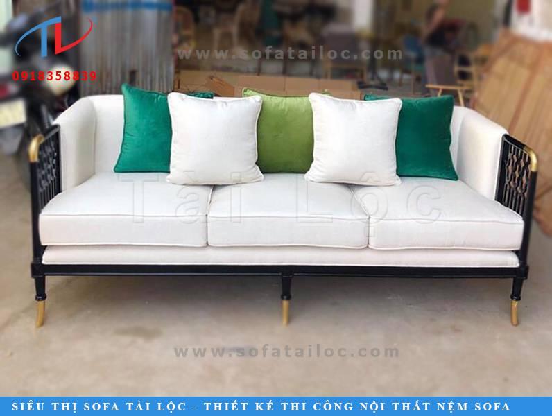 Việc sở hữu những bộ bàn ghế sofa quán cafe giá rẻ, đẹp và chất lượng luôn là mối quan tâm hàng đầu của khách hàng hiện nay. Tài Lộc không phải là đơn vị bán hàng rẻ nhất vì công ty không cung cấp sản phẩm hàng chợ. Giá rẻ mà Tài Lộc đề cập đến là những bộ bàn ghế sofa cafe chất lượng với giá tại xưởng, không qua đơn vị trung gian nào.