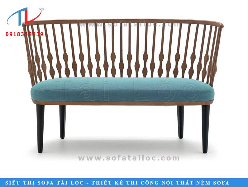 Những mẫu ghế sofa cafe đẹp kiểu dáng độc lạ với phần khung gỗ được đục đẽo tinh tế với những hạt nút gỗ xinh xắn phối cùng đệm ghế ngồi may bọc theo tông màu nhã nhặn sẽ khiến cho không gian quán trở nên trẻ trung và tươi mới hơn.