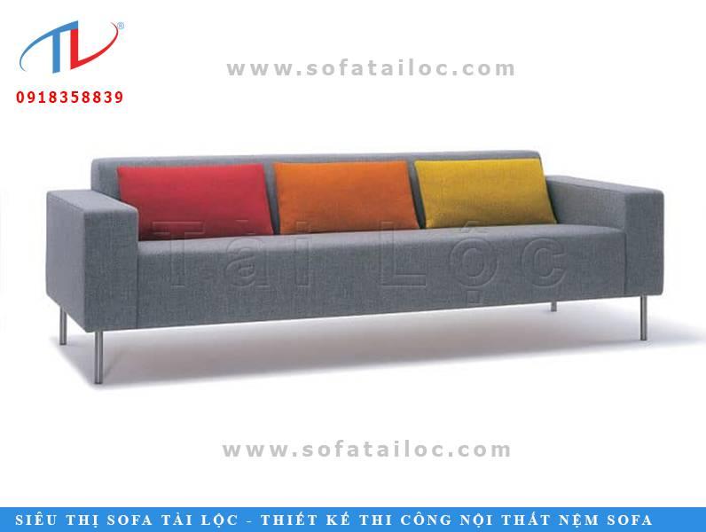 Những bộ bàn ghế sofa cafe tphcm luôn ưa chuộng các form dáng hiện đại và đơn giản nhất. Họ có thể phối ghế với nhiều màu gối ôm khác nhau để tạo điểm nổi bật cho không gian.