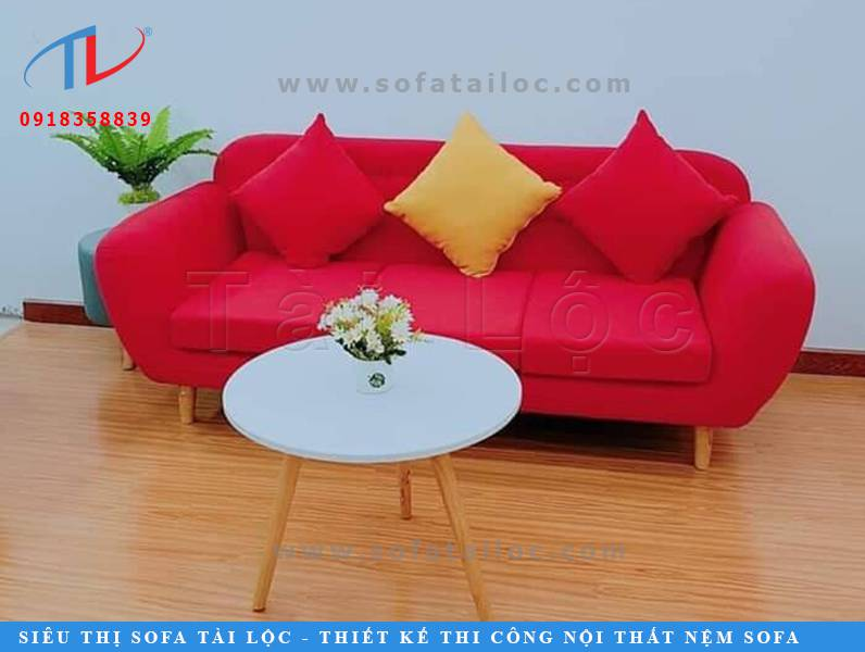 Mẫu bàn ghế sofa giá rẻ quán cafe kiểu dáng văng đơn giản này vẫn khá được ưa chuộng cho đến ngày nay. Nhất là những không gian quán cafe có diện tích nhỏ hẹp.