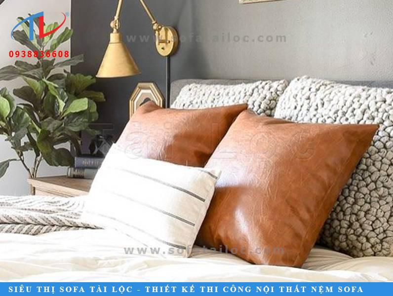 Những mẫu gối cho sofa da nếu được làm bằng chất liệu da cao cấp sẽ có độ bền cao.