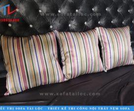 Gối sofa gỗ luôn là món vật dụng thiết thực nhất để tân trang bộ ghế trông mới mẻ hơn. Nó cũng đem lại cảm giác nghỉ ngơi và tận hưởng thoải mái nhất cho người sử dụng.