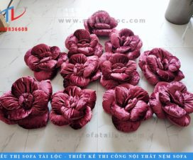 Gối sofa hoa hồng cao cấp tiếp tục trở thành một vật dụng nội thất trang trí độc quyền chỉ có riêng tại cửa hàng Tài Lộc