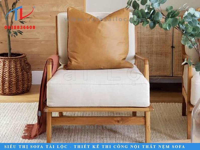 Ưu điểm của những chiếc gối tựa lưng sofa da là bền, dễ lau chùi và vệ sinh. Khuyết điểm duy nhất đó chính là nó có cảm giác nóng hơn và không mềm mại bằng gối vải