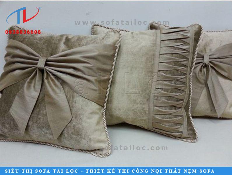 Hình dạng gối sofa gỗ tại Tài Lộc cũng rất đa dạng để khách hàng thoải mái lựa chọn