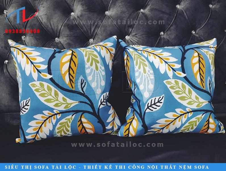 Mẫu gối ôm trang trí sofa đẹp cao cấp sẽ khiến bộ ghế nhà bạn trở nên thoải mái hơn.