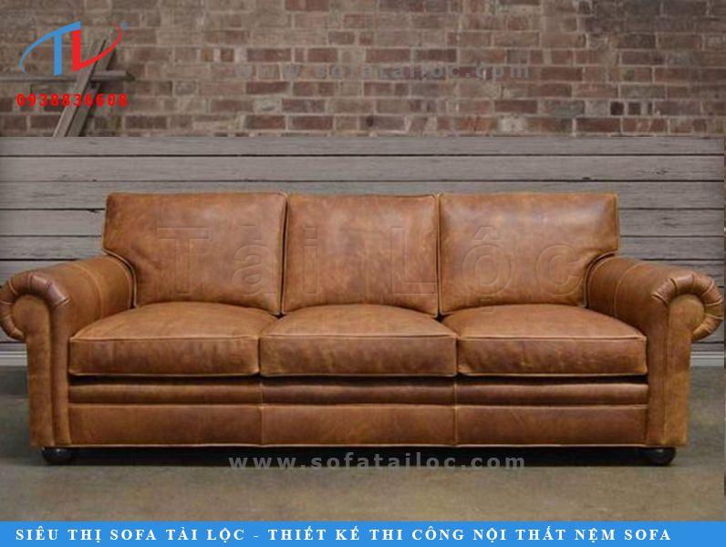 Mẫu sofa da microfiber với phần tay ghế phao đắp bo tròn mang nét đẹp sang trọng, cổ điển