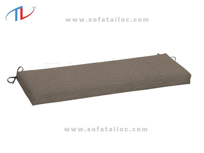 Bạn cũng có thể tự làm đệm ghế gỗ tại nhà nếu bạn biết may nhưng cần phải có máy may chuyên dụng với kim lớn nếu sử dụng chất liệu chuyên may bọc ghế sofa. Vì các chất liệu này khá dày dặn