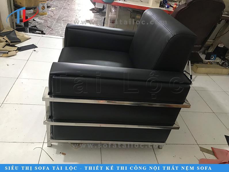 Bọc ghế giả da simili là dịch vụ áp dụng được cho nhiều dòng ghế, từ ghế sofa đến ghế văn phòng, bàn ghế ăn, ghế tình yêu, ghế game, ghế nail, ghế cafe, ghế karaoke,... cùng rất nhiều dòng ghế khác.