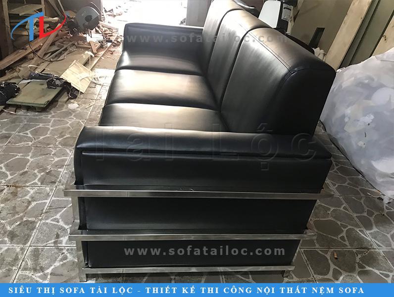 Bọc ghế simili đẹp với đường may sắc sảo, cẩn thận tới từng phần từ khung sườn đến mouse là nguyên do chính khiến Tài Lộc được đông đảo khách hàng yêu thích