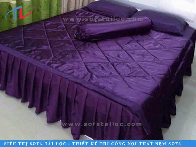 Chăn ga lụa Thái Tuấn màu tím với nét đẹp kiều diễm, ngọt ngào và cũng không kém phần ấn tượng