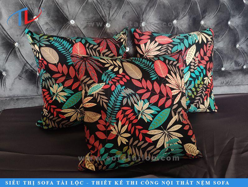 Gối sofa hoa văn họa tiết hoa lá luôn mang đến một sức sống tươi mới được rất nhiều khách hàng yêu thích