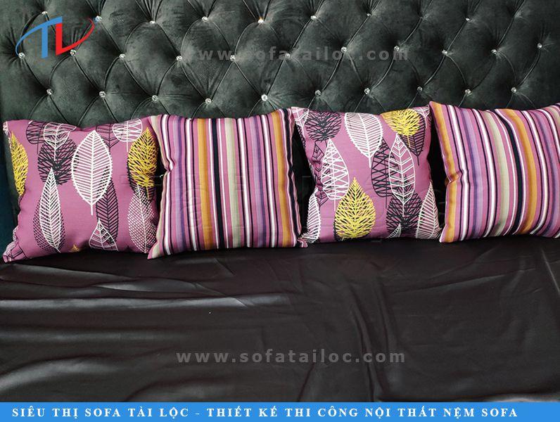 Gối trang trí sofa cao cấp hình vuông đơn giản nên dễ dàng phối hợp với mọi loại ghế