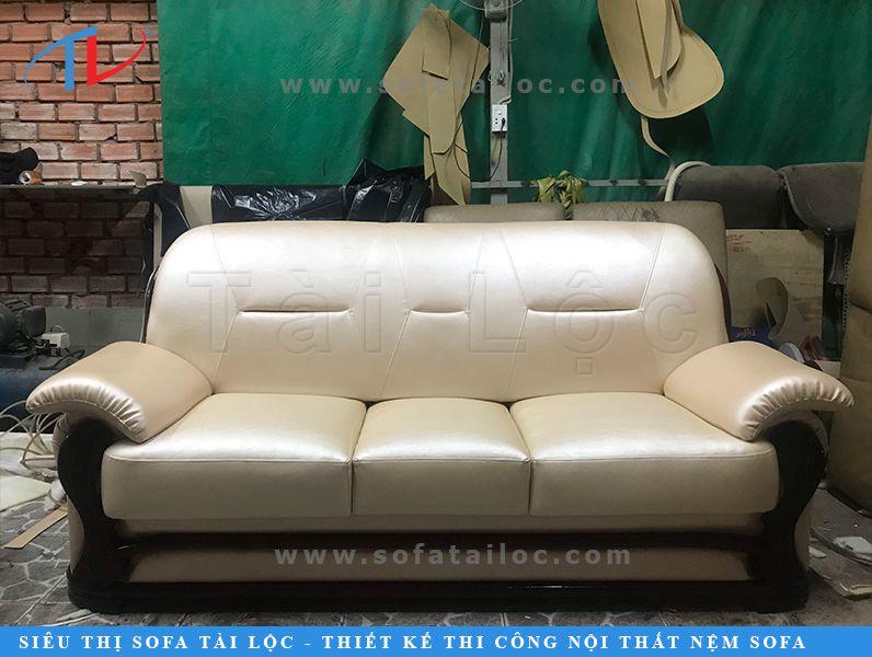 Thay bọc da ghế sofa với đa dạng chất liệu như da bò thật (da Ý, da Braxil), da công nghiệp cao cấp, simili giả da các loại luôn là thế mạnh của Tài Lộc