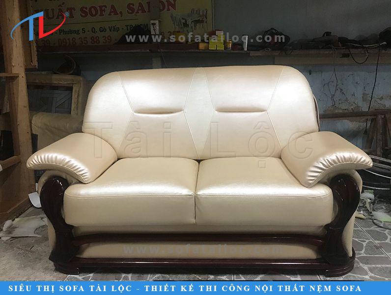 Ngoài dịch vụ bọc ghế sofa tại nhà giá rẻ chuyên cung cấp cho những khách hàng có những bộ ghế băng đơn giản, xưởng bọc ghế sofa Tài Lộc cũng cung cấp nhiều dịch vụ bọc sofa cao cấp được sửa chữa tại xưởng để hồi phục lại những bộ ghế từng mua có giá trị đắt đỏ theo hình dạng hoàn hảo nhất.