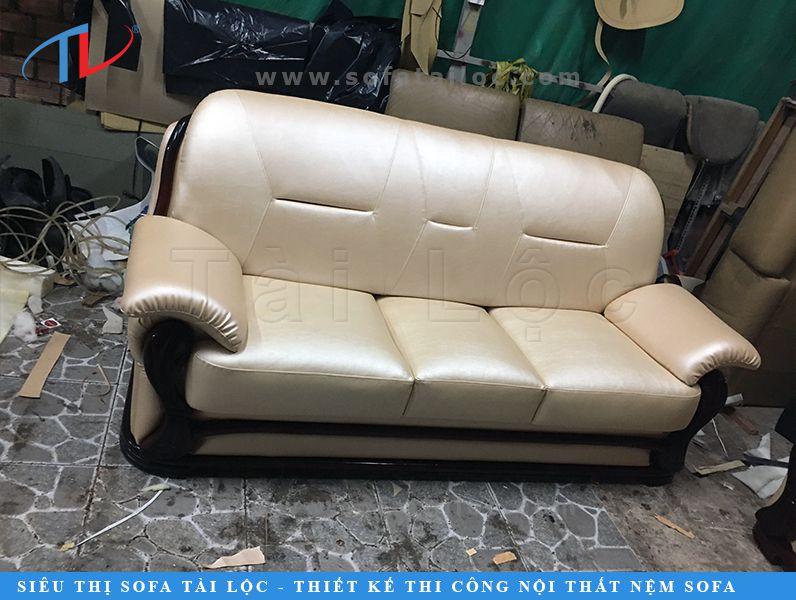 Ghế gỗ phối nệm thường có giá trị cao khi mua, thế nên khi bạn lựa chọn xưởng bọc sofa cho ghế gỗ hãy lựa chọn những nơi uy tín để họ có thể khôi phục bộ ghế của bạn một cách đẹp nhất và không làm trầy xước hay hư hao phần gỗ.